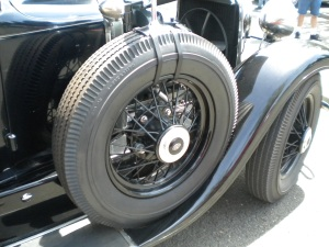 Wanna know why tires aren't made like this anymore?  Because they don't offer much grip, but they offer looks.
