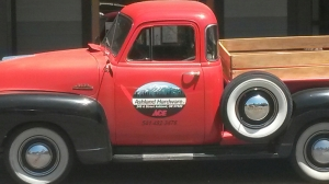 The Ashland, Oregon ACE hardware store has this simply stunning 1950-52? Chevrolet 3100.  It's absolutely stunning.
